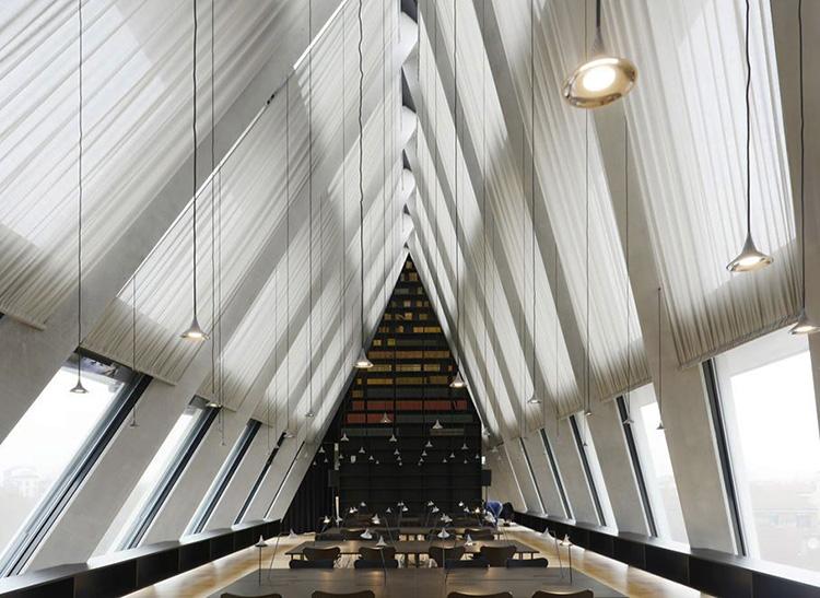 the-lightline-architecture-fondazione-feltrinelli-4