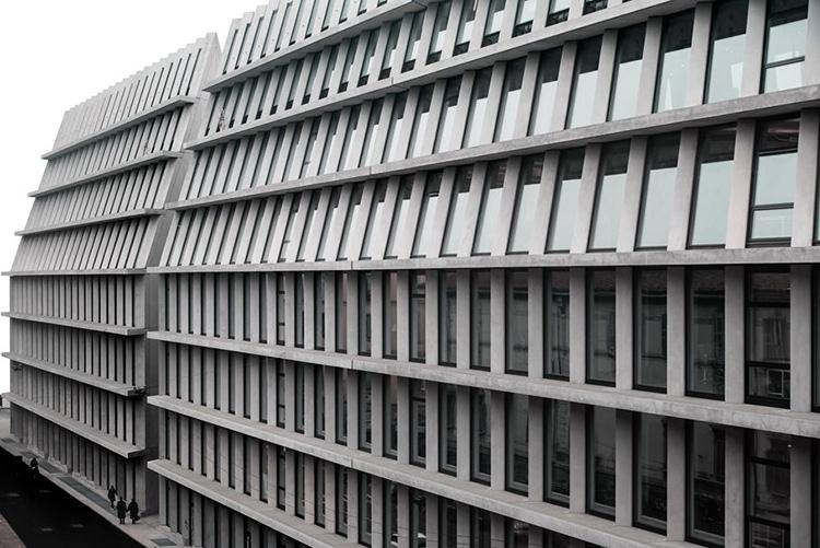 the-lightline-architecture-fondazione-feltrinelli-facade