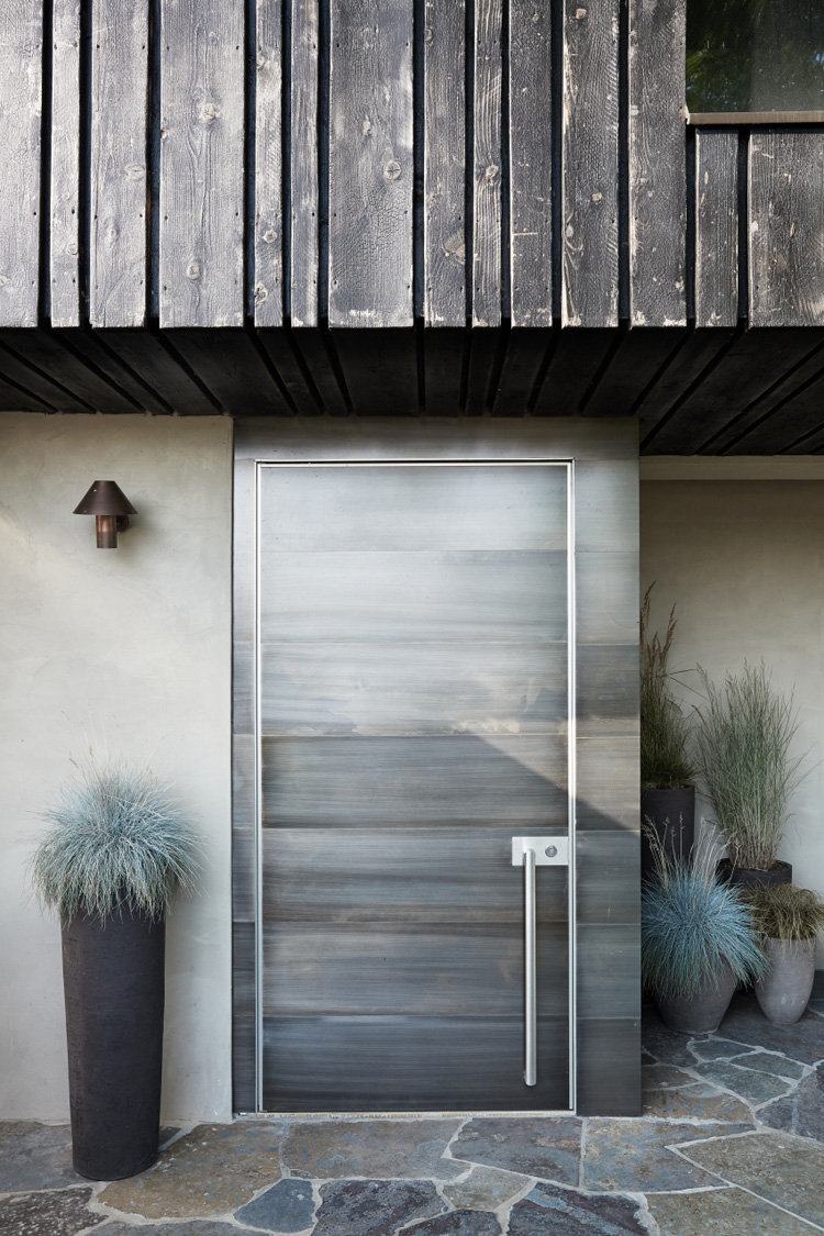 the-lightline-christopher-ward-house-elle-decoration-uk-entrance