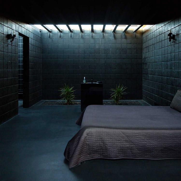 the-lightline-modernism-week-black-house-bedroom